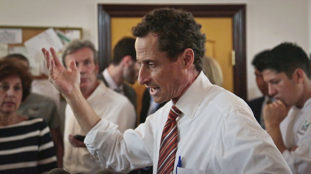 ". <p><b><a href=\'http://www.nytimes.com/2013/07/28/nyregion/weiners-campaign-manager-quits.html?_r=0\' target=""_blank\""> 10. (tie) Anthony Weiner </a></b> <p>Campaign chief resigns, but his staff is holding firm. (previous ranking: 2) <p> --------------------------------------------   (AP Photo/Bebeto Matthews)"