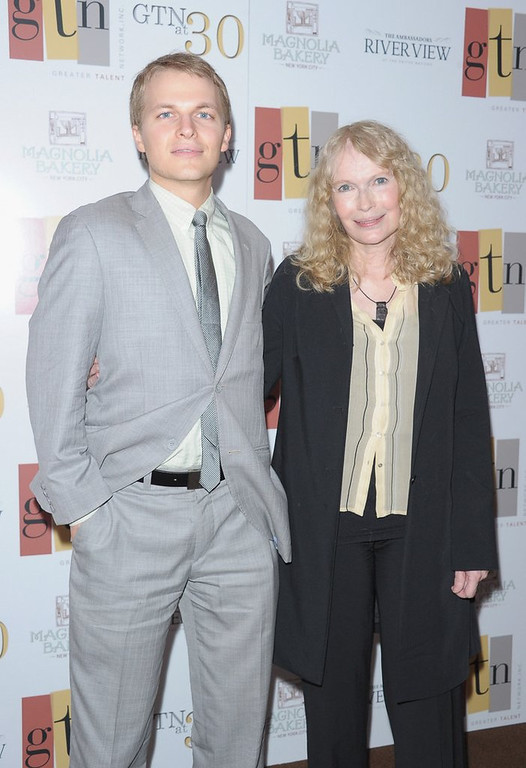 """. <p>6. RONAN FARROW <p>Sadly, the out-of-wedlock MSNBC host �sort of stinks on TV.� (unranked) <p><b><a href=\'http://www.mediaite.com/tv/ronan-farrow-sort-of-stinks-on-tv-and-may-get-cancelled-ny-daily-news-source/\' target=\""""_blank\""""> HUH?</a></b> <p>     (Michael Loccisano/Getty Images)"""