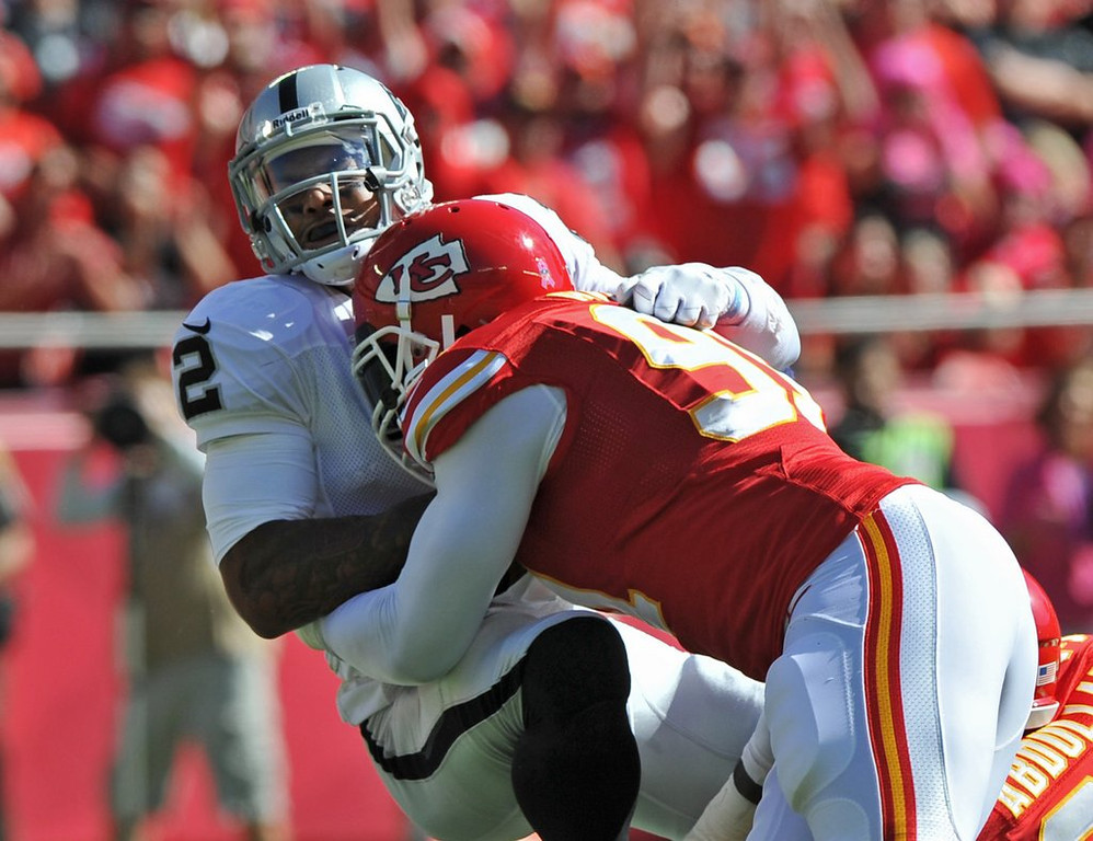 . <p><b> Chiefs at Raiders (+4):</b> <p>Kansas City should have an even easier time in this rematch of their Week 6 rout. The Chiefs recorded 10 sacks of Terrelle Pryor that day, shattering the NFL record for most sacks of a third-rate quarterback. <p>Pick: <b>Chiefs by 7</b> <p>     (Peter Aiken/Getty Images)