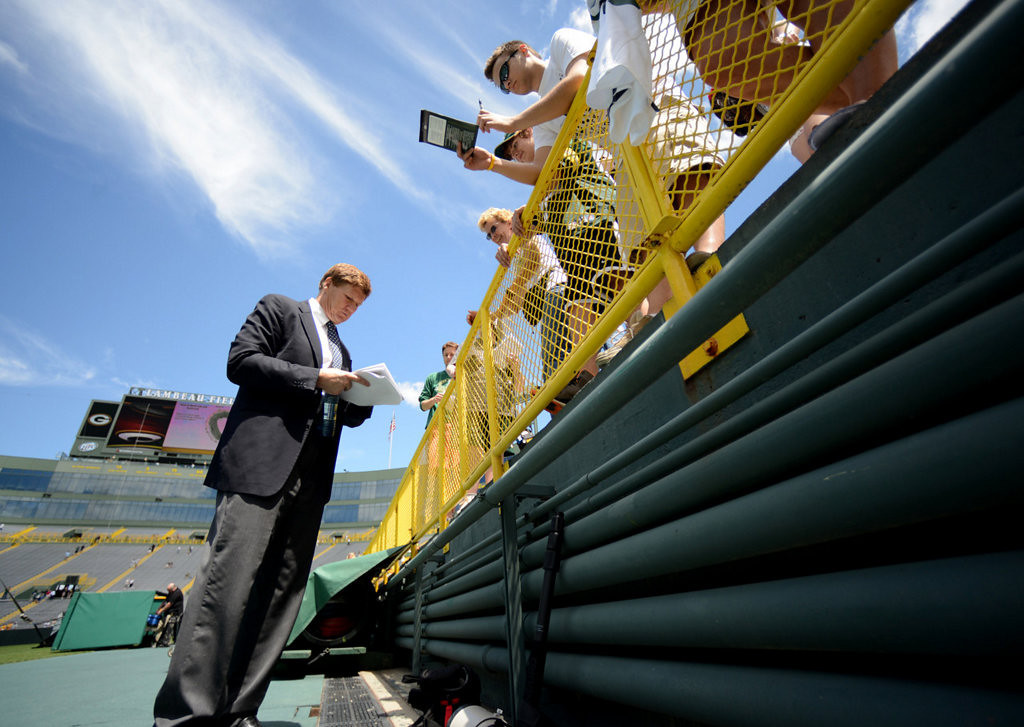 . Packers President Mark Murphy signs autographs. (AP Photo/The Green Bay Press-Gazette, H. Marc Larson)