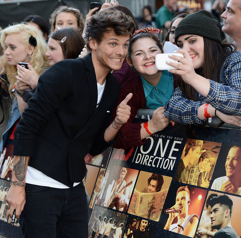 """. <p><b> One Direction�s Louis Tomlinson threw up on the sidelines during a charity soccer match after � </b> <p> A. He collided with another player  <p> B. He drank water too quickly  <p> C. Their latest song was played over the stadium p.a.  <p><b><a href=\'http://www.independent.co.uk/sport/football/news-and-comment/video-one-direction-star-louis-tomlinson-left-hobbling-and-vomiting-by-aston-villa-striker-gabriel-agbonlahor-8803794.html\' target=\""""_blank\"""">HUH?</a></b> <p>    (Ian Gavan/Getty Images for Sony Pictures)"""