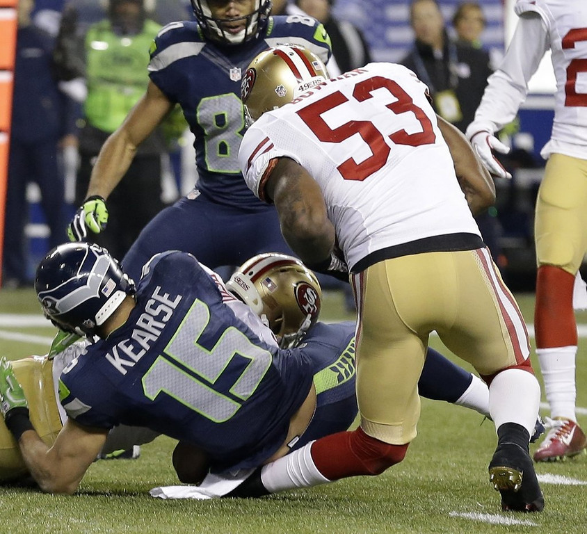 """. <p>6. (tie) NaVORRO BOWMAN�S KNEE <p>You know an injury looks horrific when it makes the game officials suddenly blind, deaf and dumb. (unranked) <p><b><a href=\'http://www.usatoday.com/story/sports/nfl/niners/2014/01/20/navorro-bowman-49ers-knee-injury/4654855/\' target=\""""_blank\""""> HUH?</a></b> <p>   (AP Photo/Elaine Thompson)"""