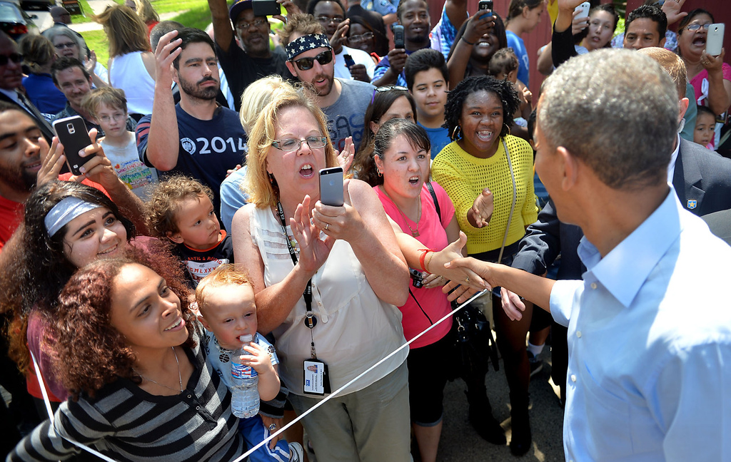 . President Barack Obama works the rope line outside Matt\'s Bar after ordering a Jucy Lucy at the bar in Minneapolis on Thursday. (Pioneer Press: Ben Garvin)