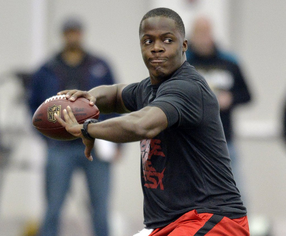 """. <p>4. TEDDY BRIDGEWATER <p>If you were in danger of being drafted by the Jaguars, Raiders or Browns, you might have a lackluster Pro Day, too. (1) <p><b><a href=\'http://www.twincities.com/sports/ci_25363066/lackluster-pro-day-could-drop-louisville-qb-vikings?source=rss\' target=\""""_blank\""""> HUH?</a></b> <p>    (AP Photo/Timothy D. Easley)"""