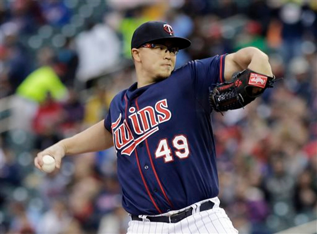 . Minnesota Twins starting pitcher Vance Worley throws against the Boston Red Sox in the first inning.  (AP Photo/Jim Mone)