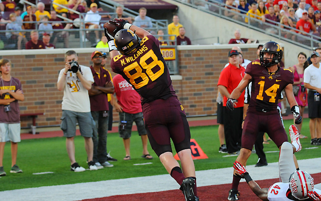 . Minnesota  tight end Maxx Williams catches a touchdown pass against UNLV late in the second quarter. (Pioneer Press: John Autey)