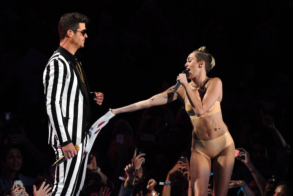 """. <p>4. (tie) MILEY CYRUS <p>Started taking career advice from Amanda Bynes. (3) <p><b><a href=\'http://ideas.time.com/2013/08/27/pops-drop-from-madonna-to-miley/\' target=\""""_blank\""""> HUH?</a></b> <p>    (Charles Sykes/Invision/AP)"""