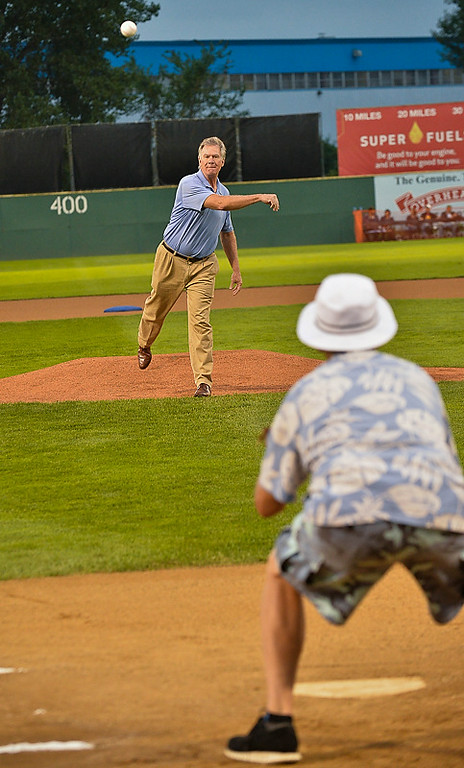 . St. Paul Mayor Chris Coleman throws the last first pitch to Bill Murray before the game. (Pioneer Press: Ben Garvin)