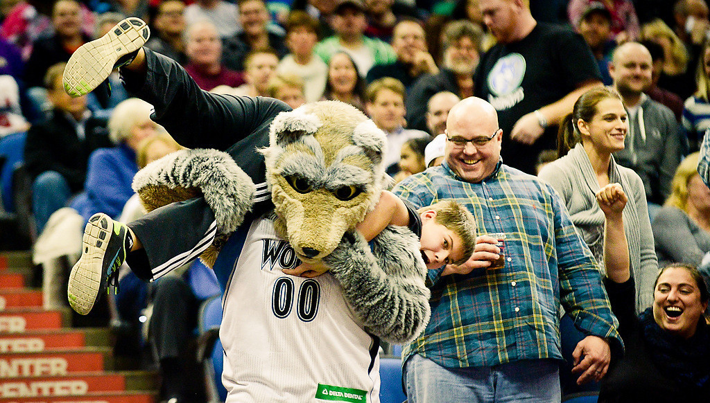 . Timberwolves mascott Crunch carries a small fan away from his family. (Pioneer Press: Ben Garvin)