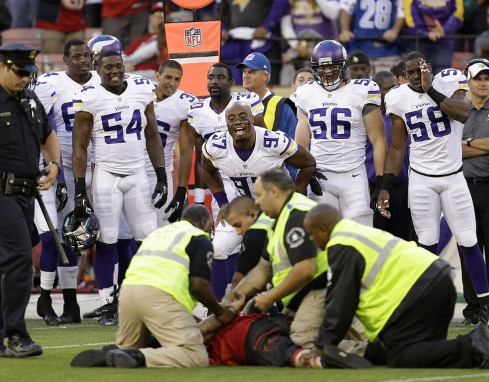 """. <p>10. (tie) DRUNKEN FOOTBALL FANS <p>So easy to tackle, even Jerome Simpson can do it. (unranked) <p><b><a href=\'http://deadspin.com/idiots-on-the-field-invade-snf-and-jerome-simpson-leve-1199336967\' target=\""""_blank\""""> HUH?</a></b> <p>   (AP Photo/Marcio Jose Sanchez)"""