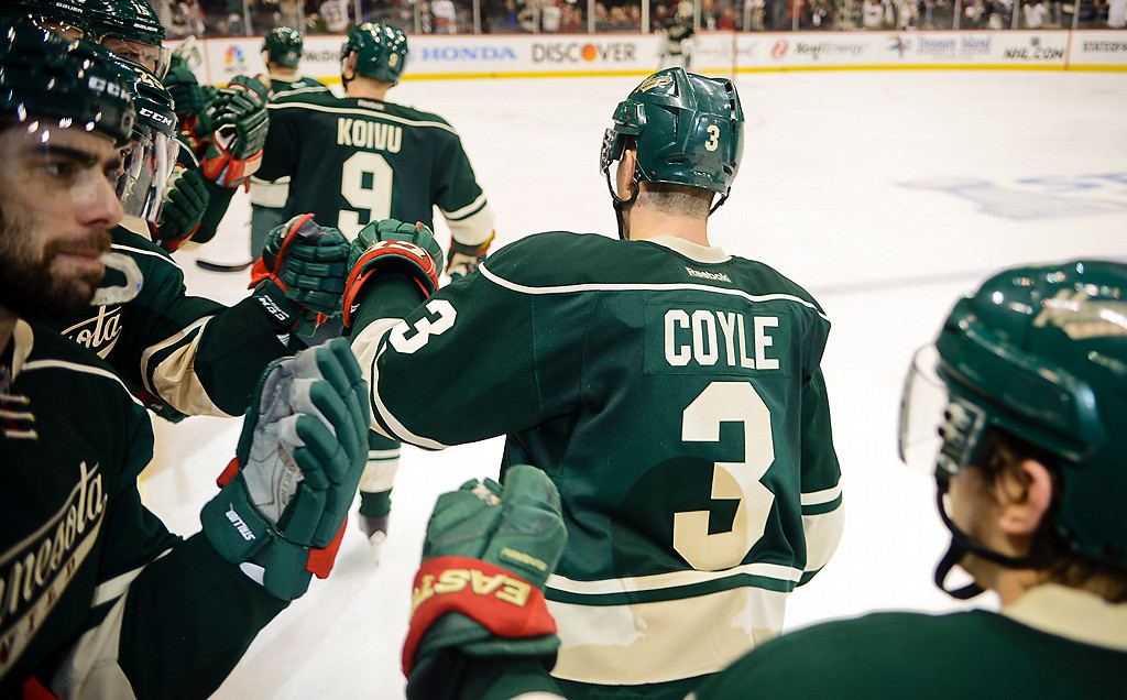 . Players celebrate Zach Parise\'s go-ahead goal in the third period. (Pioneer Press: Ben Garvin)