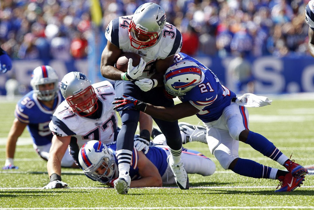 . <p><b> Jets at Patriots (-11½):</b>  <p>New England running back Shane Vereen has been placed on injured reserve because of a broken wrist. The Patriots expect to get him back before season�s end ... unless he murders someone, too. <p>Pick: <b>Patriots by 17</b> <p>   (AP Photo/Bill Wippert)