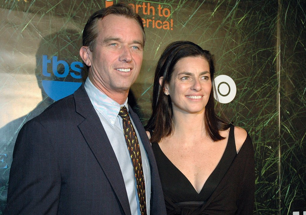 ". <p>8. (tie) ROBERT F. KENNEDY JR. <p>Detailed diaries about your sexual affairs always seem like a great idea until the wife finds them. (unranked) <p><b><a href=\'http://www.dailymail.co.uk/news/article-2415449/RFK-Jrs-secret-sex-diary-Serial-philanders-journal-includes-scorecard-conquests-Catholic-guilt-cheating-wife-Mary.html\' target=""_blank\""> HUH?</a></b> <p>    (Steve Spatafore/Getty Images)"