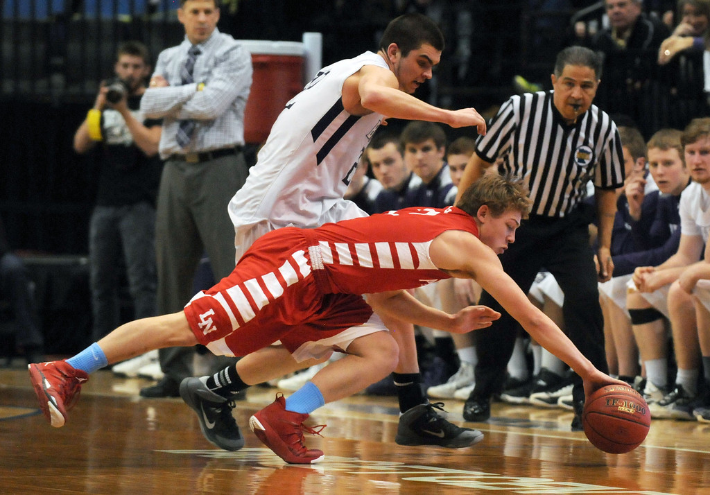 . Lakeville North\'s Calven Pesola and Buffalo\'s Collin Olmscheid chase a loose ball in the second half. (Pioneer Press: Scott Takushi)