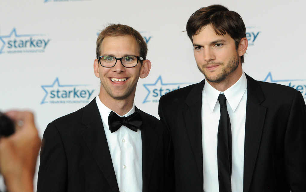 ". Gala honoree and ""Two and a Half Men\"" star Ashton Kutcher posed for the cameras with his guest, fraternal twin brother Michael Kutcher. (Pioneer Press: Ginger Pinson)"