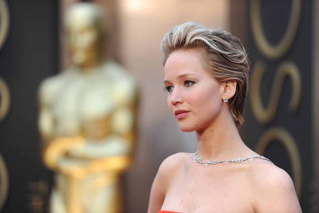 ". <p>6. JENNIFER LAWRENCE <p>What a long, strange Oscars trip it�s been. Again. (unranked) <p><b><a href=\'http://www.celebuzz.com/2014-03-02/jennifer-lawrence-falls-again-at-oscars-lives-to-laugh-about-it/\' target=""_blank\""> HUH?</a></b> <p>     (Robyn Beck/AFP/Getty Images)"