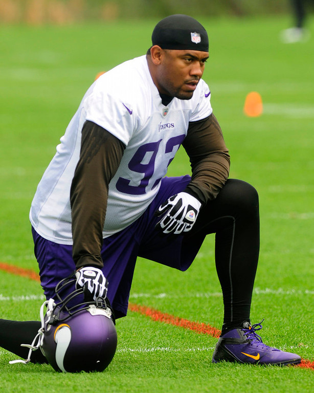 . Defensive tackle Kevin Williams watches his team practice at Winter Park on Wednesday.  (Pioneer Press: Scott Takushi)