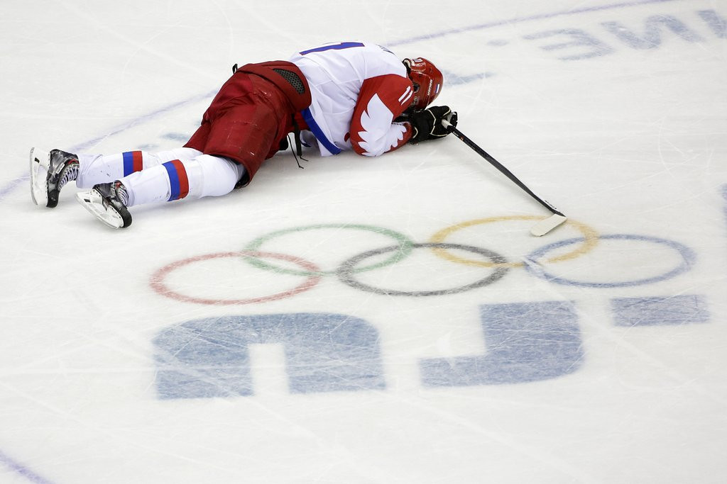 """. <p>4. (tie) RUSSIAN HOCKEY TEAM <p>Hometown failures will forever be remembered for coach�s two words: �Eat me!� (1) <p><b><a href=\'http://sports.yahoo.com/blogs/olympics-fourth-place-medal/-eat-me-alive-right-now---russian-hockey-coach-s-postgame-interview-is-amazing-175936314.html\' target=\""""_blank\""""> HUH?</a></b> <p>   (AP Photo/David J. Phillip )"""
