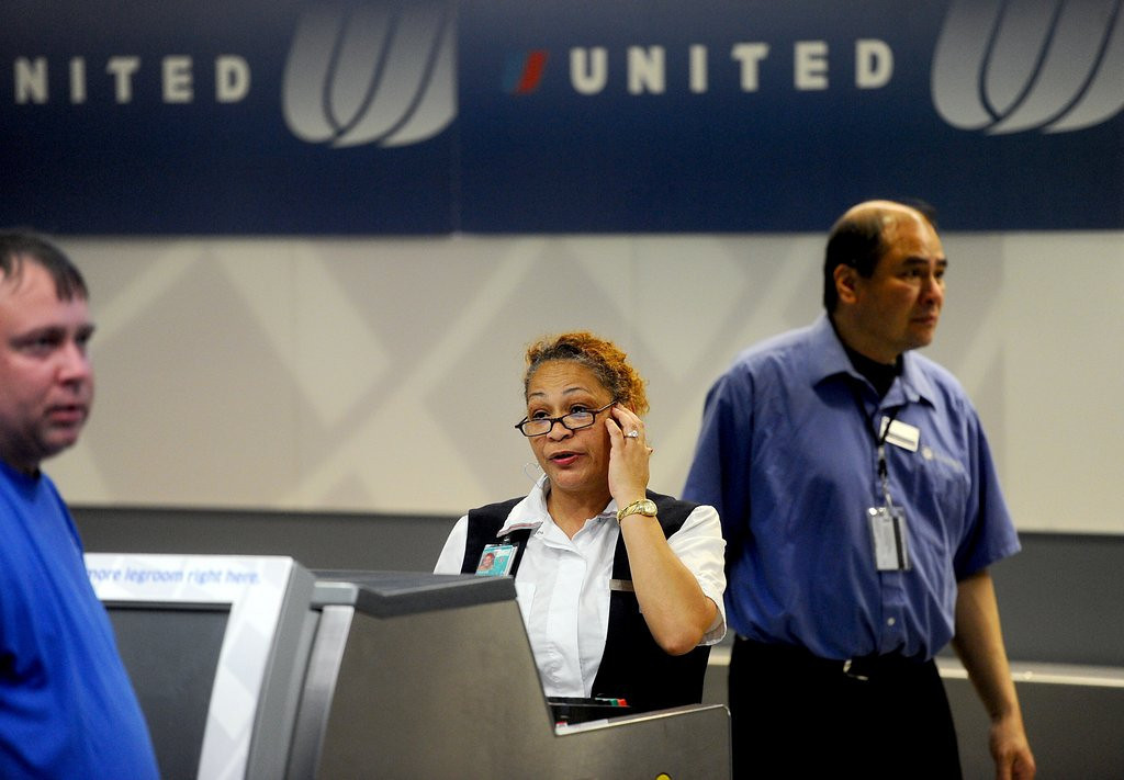""". <p>10. (tie) UNITED AIRLINES <p>Gets you to your destination 10 percent faster than Greyhound, Amtrak or the Pony Express. (10) <p><b><a href=\'https://www.facebook.com/pages/United-Airlines-Sucks/216811830719\' target=\""""_blank\""""> HUH?</a></b> <p>    (AP Photo/Noah Berger, File)"""
