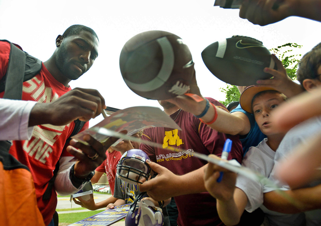 . Vikings wide receiver and ex-Packer Greg Jennings signs autographs upon his arrival at training camp.  (Pioneer Press: Ben Garvin)