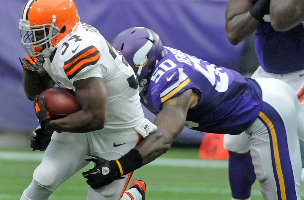 . Browns running back Bobby Rainey is stopped by Vikings middle linebacker Erin Henderson during the third quarter. (Pioneer Press: Sherri LaRose-Chiglo)
