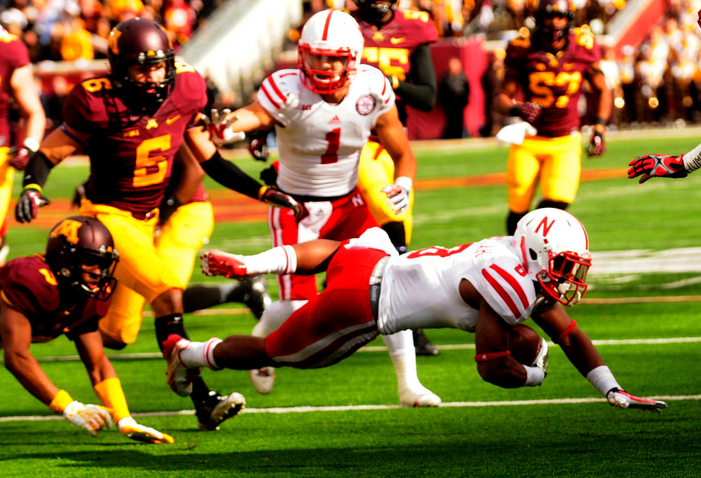 . Nebraska running back Ameer Abdullah gains 16 yards and a first down on a third and seven  late in the third quarter.  (Pioneer Press: Scott Takushi)