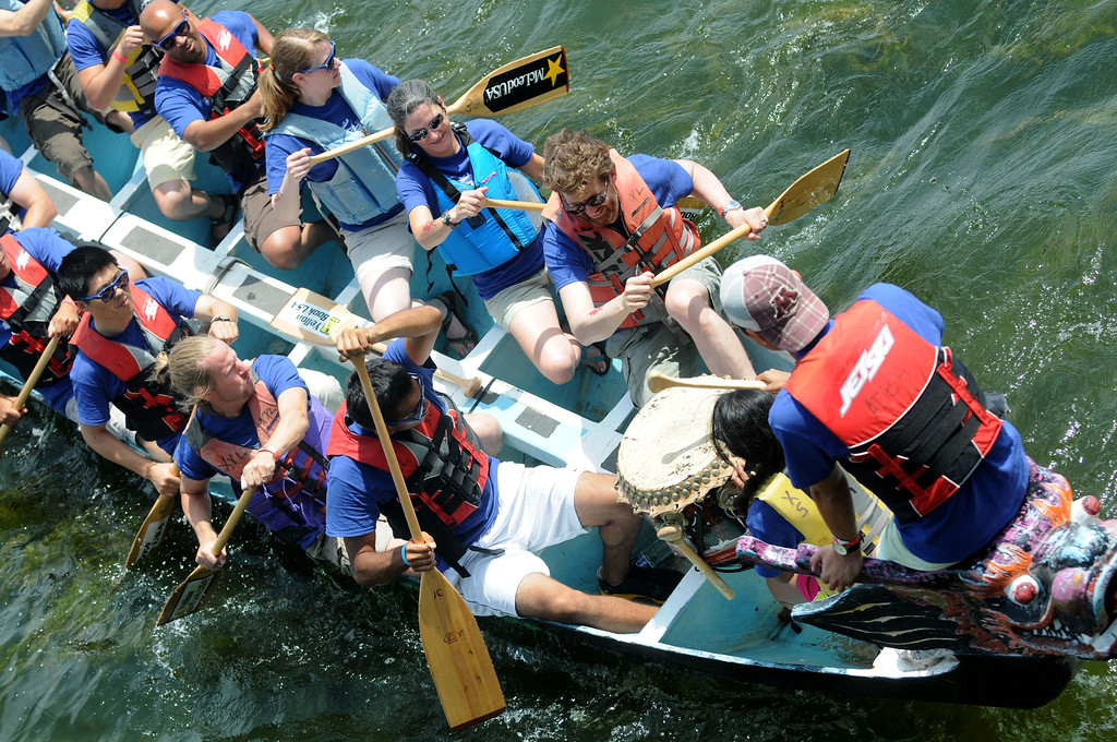 . the Medtronic team, Earl\'s Dragons, leaves the dock for their first heat. (Pioneer Press: Sherri LaRose-Chiglo)