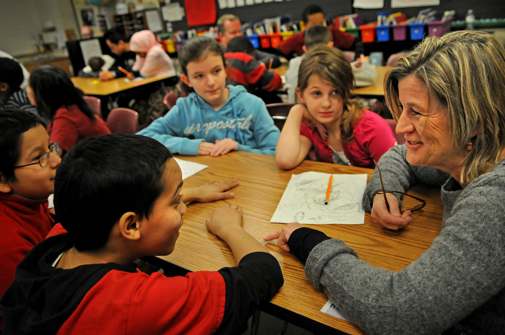 . Hamline Elementary fifth-grade teacher Diane Smith, right, talks to students in her class.  (Pioneer Press: Jean Pieri)