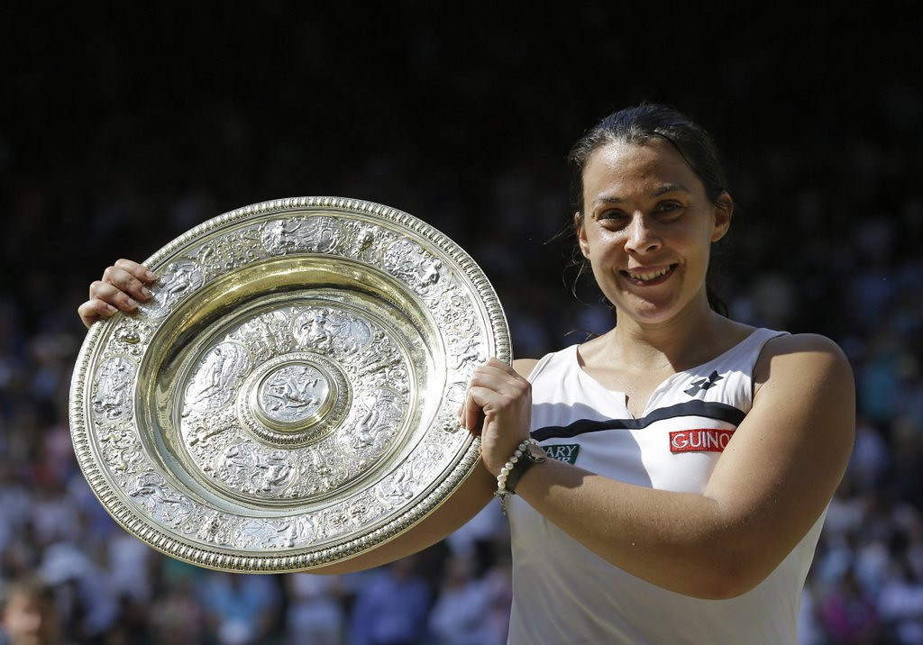 """. <p>4. MARION BARTOLI  <p>Wimbledon champ retires because of excruciating pain, mostly from reading Twitter. (unranked) <p><b><a href=\'http://www.dailymail.co.uk/news/article-2357553/French-tennis-star-won-Wimbledon-faces-Twitter-backlash-vile-online-trolls-calling-fat-ugly-win.html\' target=\""""_blank\""""> HUH?</a></b> <p>   (AP Photo/Anja Niedringhaus, File)"""