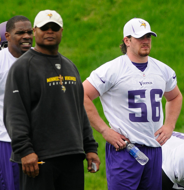 . Rookie linebacker Michael Mauti, right, watches from the sidelines with linebackers coach Mike Singletary. (Pioneer Press: Scott Takushi)