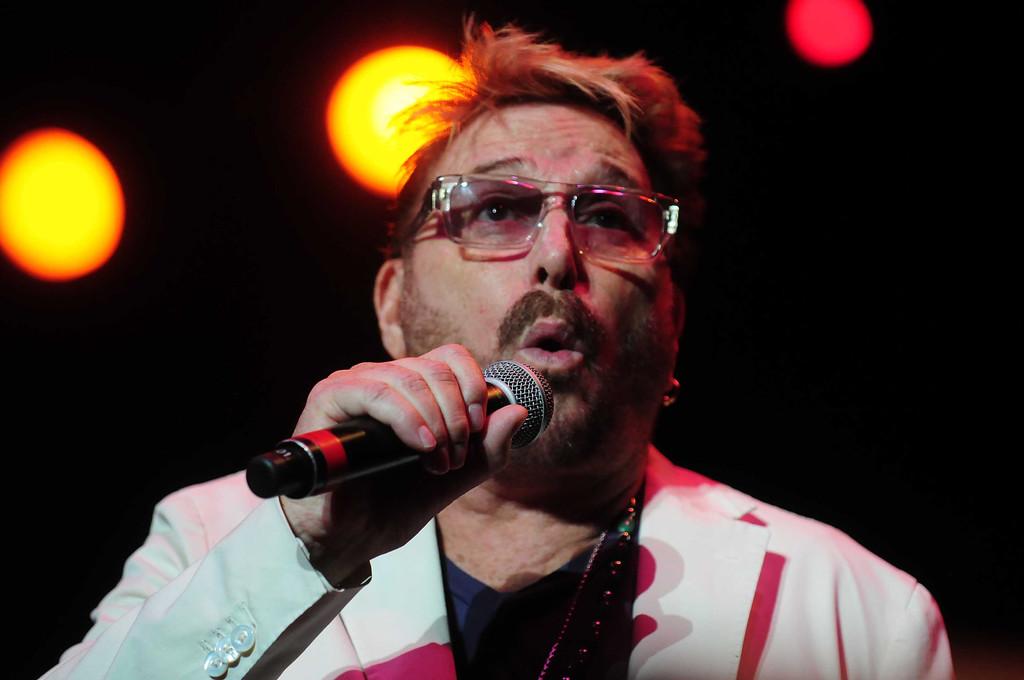 ". Chuck Negron, formerly one of the three lead singers of Three Dog Night, howls during \"" Shambala.\"" (Pioneer Press: Scott Takushi)"