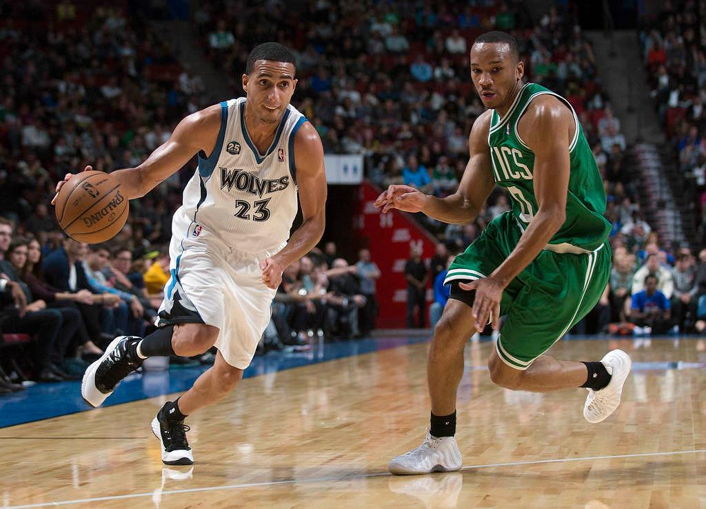 . Minnesota Timberwolves\' Kevin Martin, left, drives to the net as Boston Celtics\' Avery Bradley defends during the third quarter.(AP Photo/The Canadian Press, Graham Hughes)