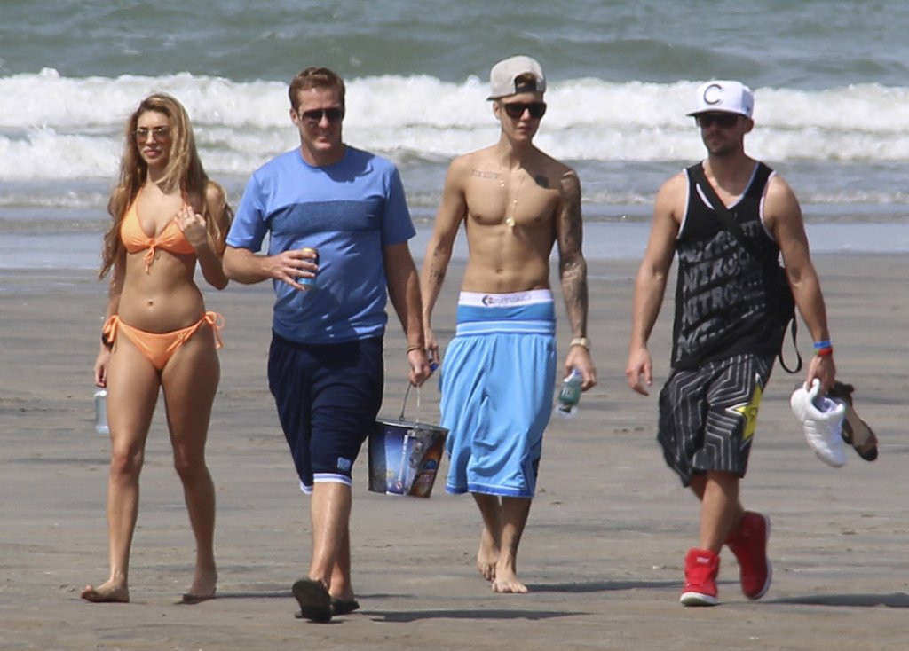 ". <p>10. (tie) JUSTIN BIEBER <p>Needs only one more arrest this week to become an Honorary Lohan. (3) <p><b><a href=\'http://www.bbc.co.uk/news/world-us-canada-25954645\' target=""_blank\""> HUH?</a></b> <p>   (AP Photo/Eddy Vasquez)"