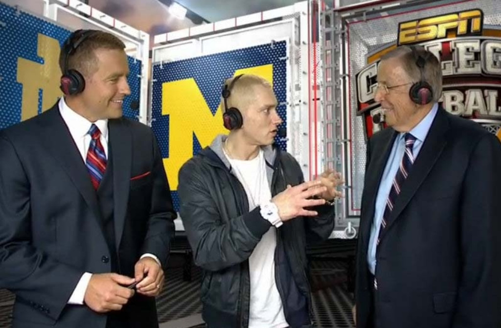 """. <p>10. (tie) EMINEM & BRENT MUSBURGER <p>Imagine how well they would have gotten along if they spoke the same language. (6) <p><b><a href=\'http://www.nydailynews.com/entertainment/tv-movies/eminem-bizarre-saturday-night-football-interview-article-1.1449228\' target=\""""_blank\""""> HUH?</a></b> <p>   (ESPN photo from YouTube)"""