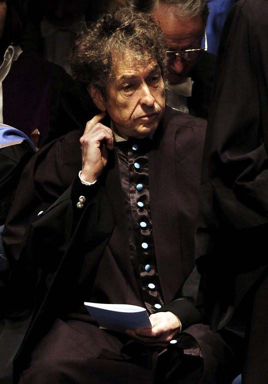 . 2004: Rock legend Bob Dylan on the stage of the University of St. Andrews in Scotland, before receiving an honorary degree of Doctor of Music. The American icon, whose hits include Like a Rolling Stone and Mr Tambourine Man, has only ever accepted one other honorary degree, from Princeton University in 1970. (AP Photo / PA, David Cheskin, POOL)