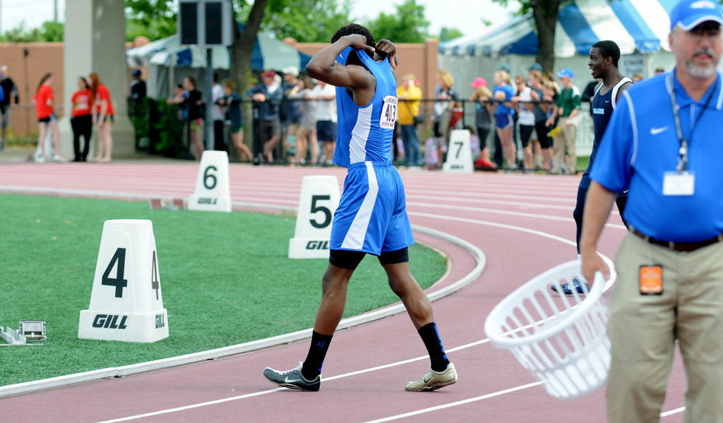 . Woodbury\'s Abiola Abodunde reacts after a baton is dropped during the 4x200 meter relay. (Pioneer Press: Sherri LaRose-Chiglo)