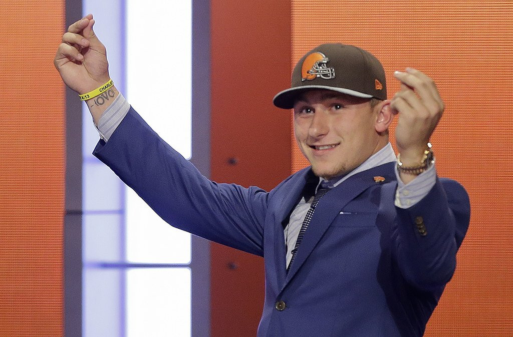 """. <p><b> Cleveland Browns fans are expected to fill the stadium this season so they can get a firsthand look at � </b> <p> A. Johnny Football <p> B. Johnny Quarterback <p> C. Johnny Bench <p><b><a href=\'http://www.nydailynews.com/sports/football/browns-owner-calls-manziel-backup-quarterback-article-1.1789486\' target=\""""_blank\"""">LINK</a></b> <p>    (AP Photo/Frank Franklin II)"""