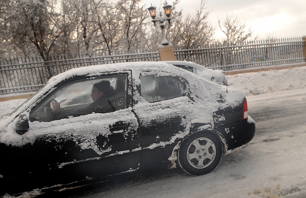 . Snow-covered cars attempt to climb an icy East Seventh Street.   (Pioneer Press: Jean Pieri)