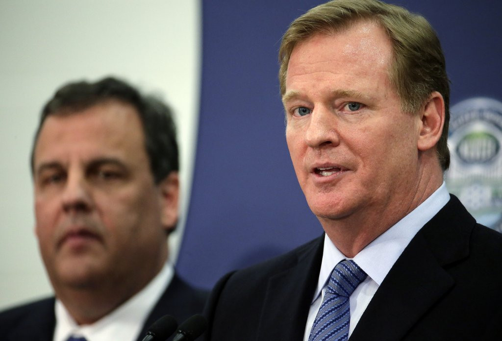 """. <p><b> The first outdoor northern Super Bowl takes place Sunday in New Jersey, and many analysts fear the proceedings could be ruined by � </b> <p> A. A snowstorm <p> B. Bitterly cold temperatures <p> C. Road closures ordered by the governor <p><b><a href=\'http://www.twincities.com/breakingnews/ci_24975325/what-happens-if-theres-snowstorm-during-super-bowl\' target=\""""_blank\"""">HUH?</a></b> <p>  (AP Photo/Charlie Riedel)"""