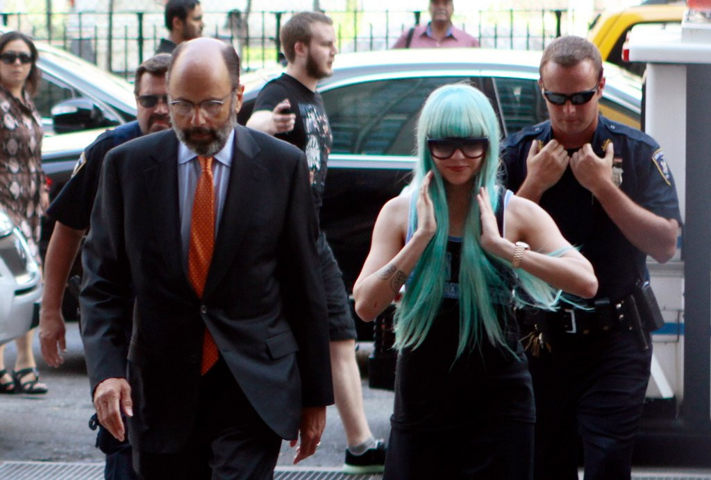 ". <p><b><a href=\'http://www.nydailynews.com/entertainment/gossip/amanda-bynes-parents-court-full-britney-article-1.1410937\' target=""_blank\""> 4. Amanda Bynes </a></b> <p>Taking taxis from New York to Los Angeles? Even the Lohans aren�t <i>that</i> crazy. (unranked) <p> --------------------------------------------    (AP Photo/Bethan McKernan)"