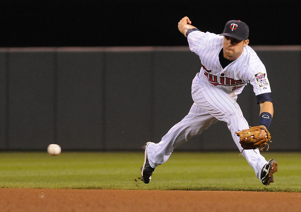 . Second baseman Brian Dozier races to snag a ball hit by Chicago\'s Conor Gillaspie. (Pioneer Press: John Autey)