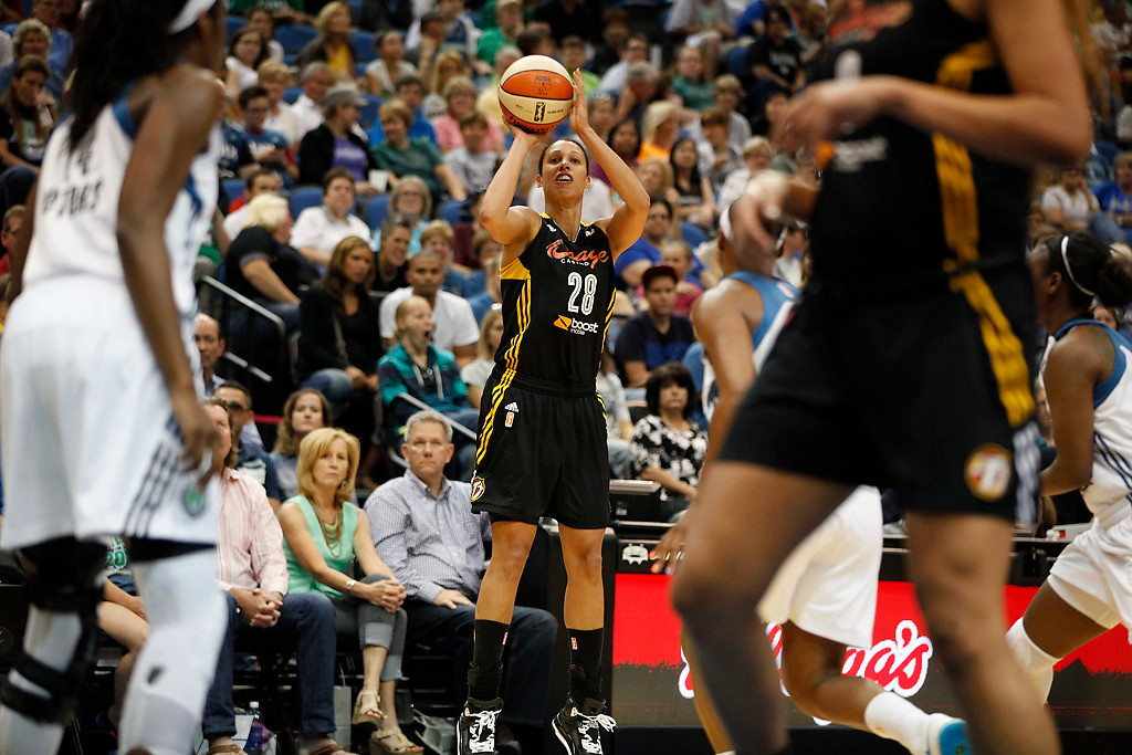 . Tulsa Shock forward Nicole Powell (28) shoots in the first half. (AP Photo/Stacy Bengs)