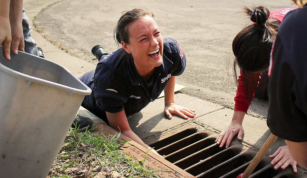 . St. Paul firefighter medic Caitlin Peterson laughs while trying to grab the ducks down below. (Pioneer Press: Raya Zimmerman)