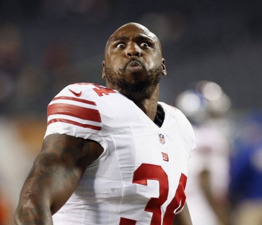 . <p><b> Giants at Eagles (-5½):</b>  <p>New York�s Brandon Jacobs received a death threat on Twitter from a fantasy football owner angry that the running back was sitting out Monday night�s game against the Vikings. Analysts believe the tweeter was obviously crazed, as no sane person would have had Jacobs in their starting lineup. <p>Pick: <b>Eagles by 4</b> <p>   (AP Photo/Charles Rex Arbogast)