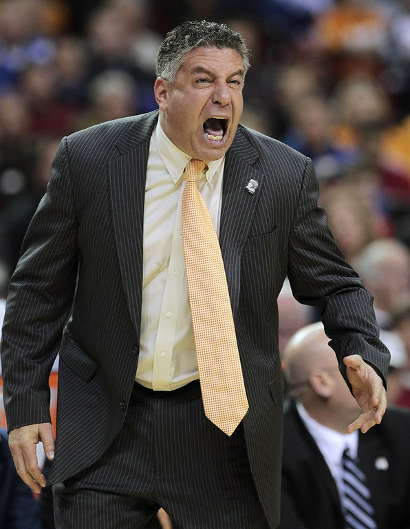 """. <p>3. BRUCE PEARL <p>Auburn apparently couldn�t find any honest men to coach its basketball team. (unranked) <p><b><a href=\'http://deadspin.com/5784437/bruce-pearls-first-con-and-the-world-that-created-a-monster/1546514843/+tcraggs22\' target=\""""_blank\""""> HUH?</a></b> <p>    (AP Photo/Dave Martin, File)"""