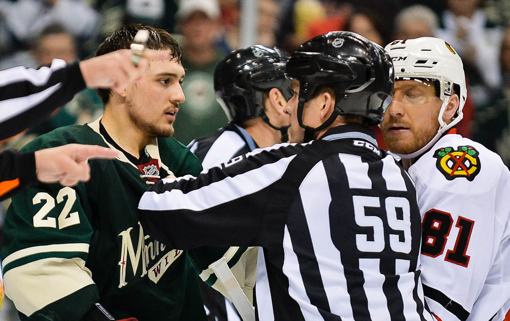 . Minnesota\'s Nino Niederreiter, left, and Chicago\'s Marian Hossa get in a tussle during the third period. (Pioneer Press: Ben Garvin)