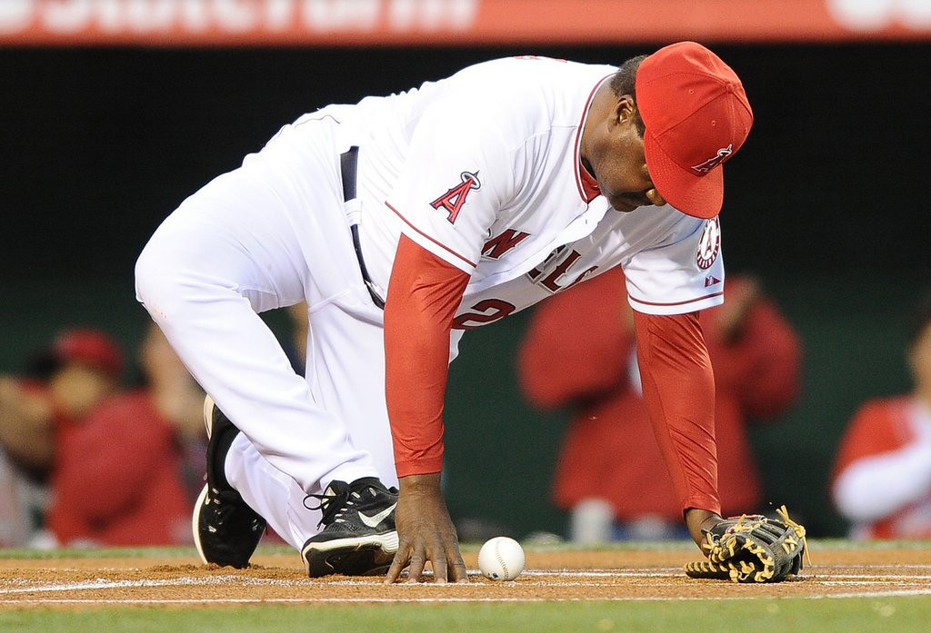 """. <p>9. DON BAYLOR <p>19 seasons. 338 homers. 1 MVP award. 1 World Series title. Yet all he�s going to be remembered for is breaking his leg on a first pitch. (6) <p><b><a href=\'http://www.nydailynews.com/sports/baseball/angels-coach-baylor-suffers-gruesome-ankle-injury-catching-pitch-article-1.1741241\' target=\""""_blank\""""> HUH?</a></b> <p>    (Wally Skalij/Los Angeles Times/MCT)"""